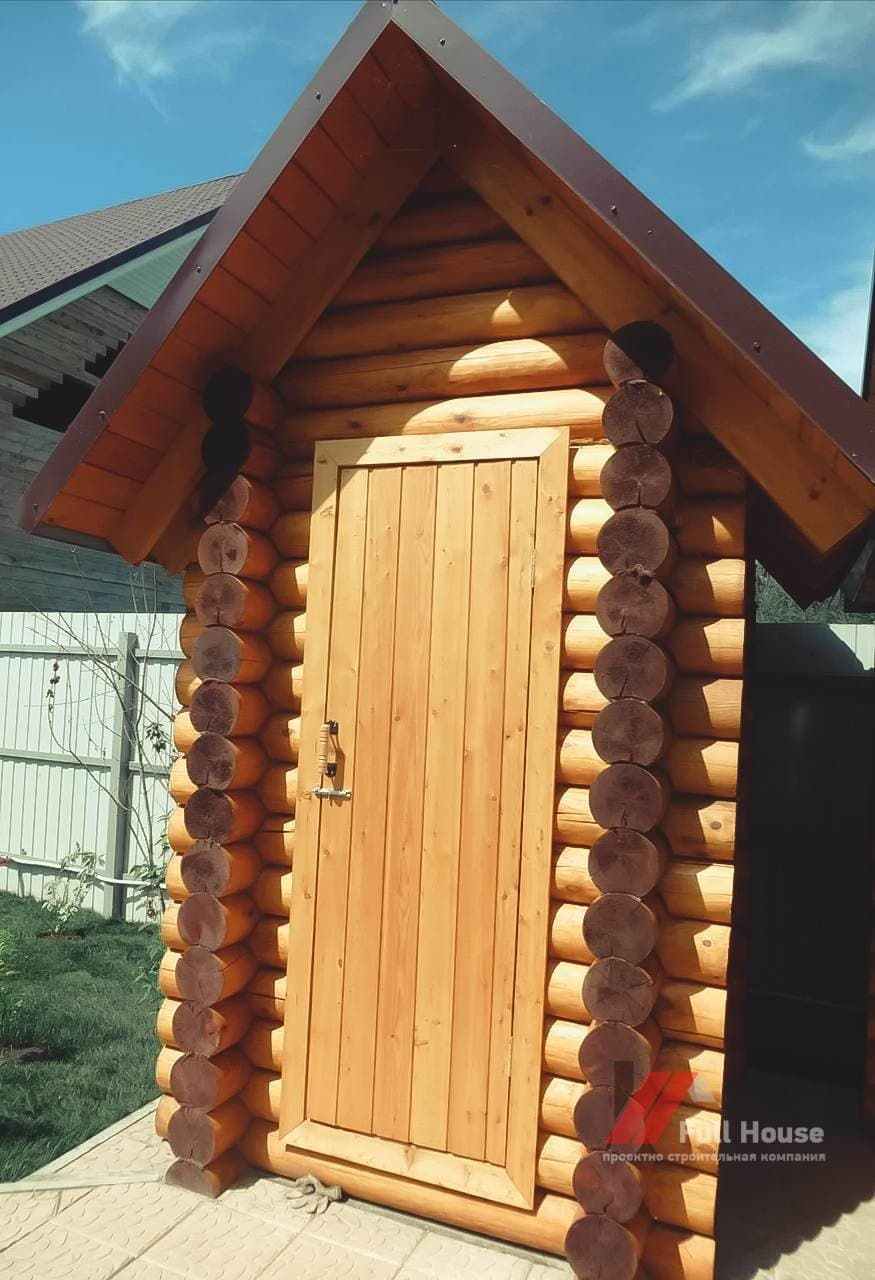 Дачный туалет купить в Новосибирске из бревна 1,2 м2