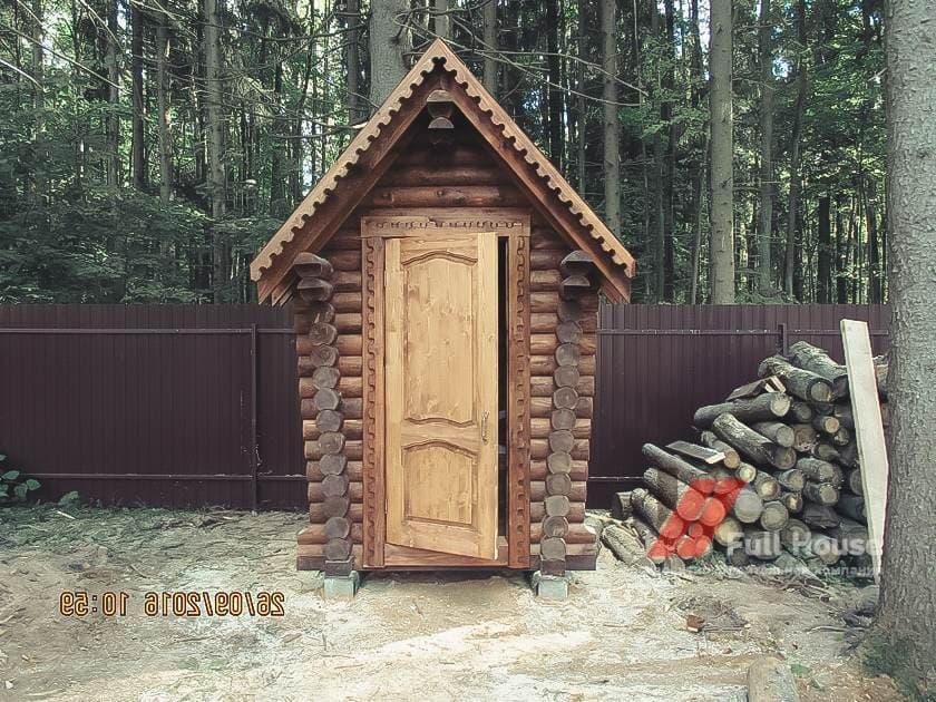 Дачный деревянный туалет из бревна 1,5 на 1,5