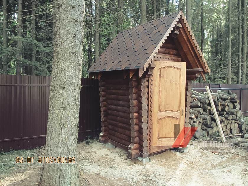 Дачный туалет 1,5 на 1,5 в Новосибирске из бревна